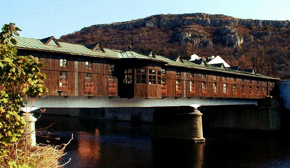 Мостът в Ловеч